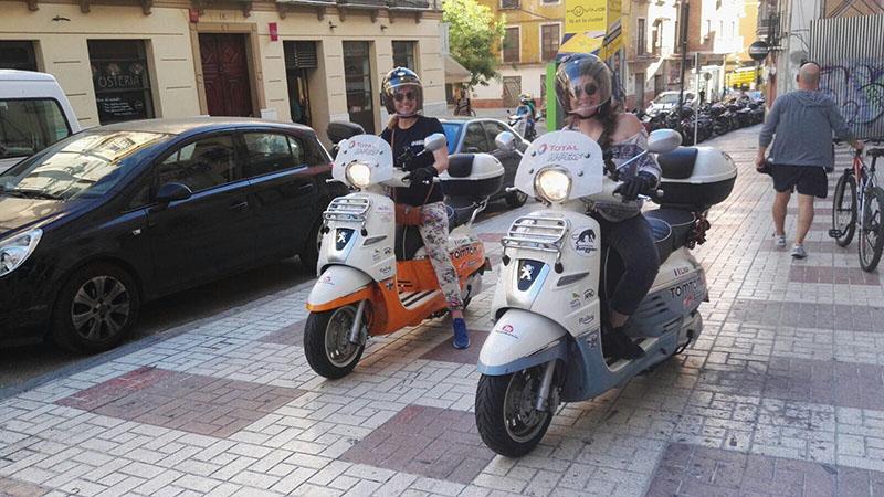 От Париж до Мароко със скутер Peugeot Django
