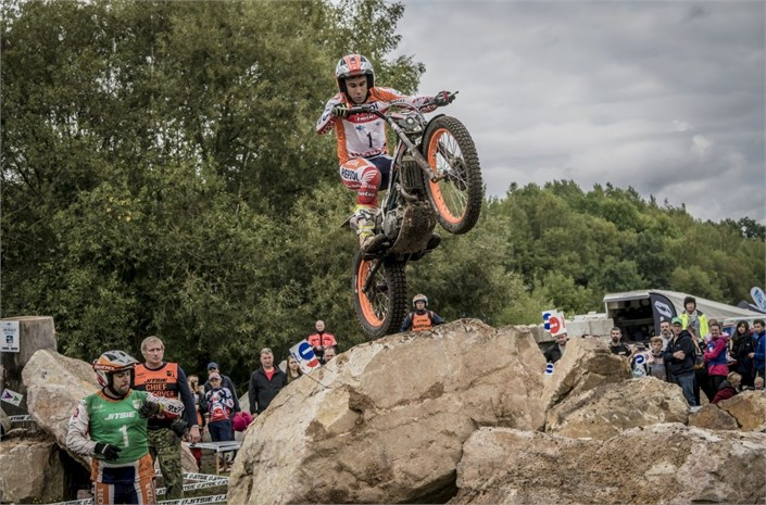 Toni Bou crowned 2017 FIM TRIALGP WORLD CHAMPION!