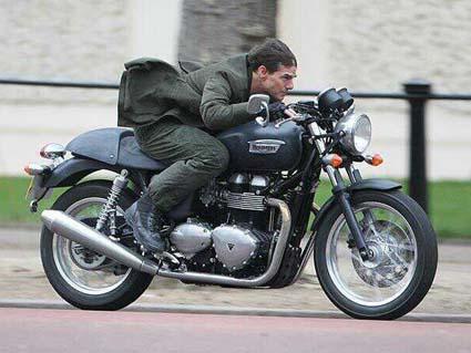 Том Круз кара  Triumph в нов екшън