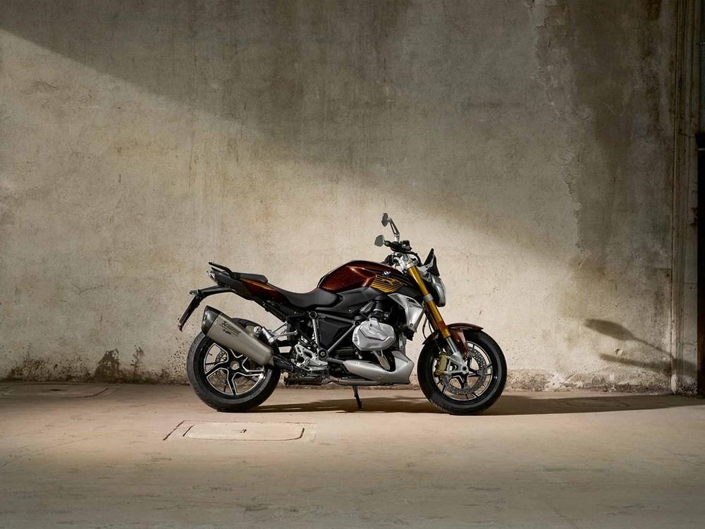 EICMA 2018: BMW показа новите R1250R and RS, връща се в WSBK