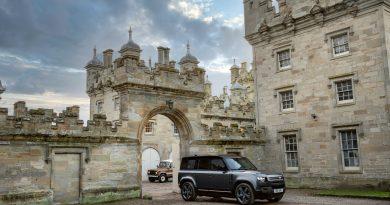 Land Rover представи мощния Defender V8 с 525 к.с.